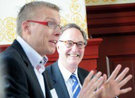 Langerhuizen bate uitgereikt aan Drs. J.A. Linthorst